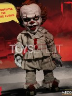 mezco-it-2017-pennywise-mega-talking-figure-toyslife-05
