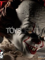 mezco-stephen-king's.it-2017-pennywise-burst-a-box-toyslife-03
