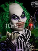 mezco-toyz-beetlejuice-mega-talking-figure-toyslife-01