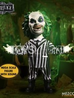 mezco-toyz-beetlejuice-mega-talking-figure-toyslife-02