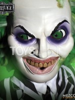 mezco-toyz-beetlejuice-mega-talking-figure-toyslife-03
