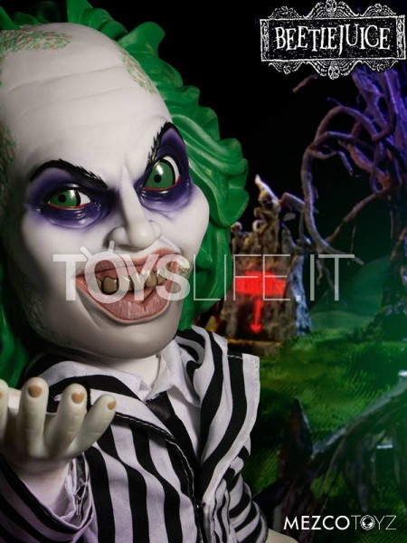 mezco-toyz-beetlejuice-mega-talking-figure-toyslife-icon