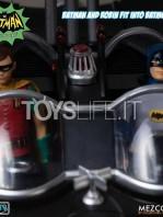 mezco-toyz-dc-batman-1966-the-warriors-5-points-batman-set-toyslife-15