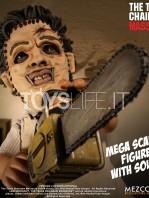 mezco-toyz-texas-chainsaw-massacre-leatherface-mega-scale-talking-figure-toyslife-03