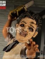 mezco-toyz-texas-chainsaw-massacre-leatherface-mega-scale-talking-figure-toyslife-04