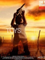 mezco-toyz-texas-chainsaw-massacre-leatherface-mega-scale-talking-figure-toyslife-08
