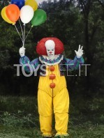 neca-1990-it-pennywise-ultimate-figure-toyslife-01