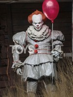 neca-2017-it-pennywise-figure-toyslife-01