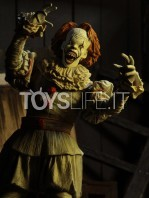neca-2017-it-pennywise-well-house-figure-toyslife-04