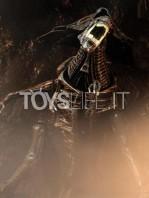 neca-alien-resurrection-alien-queen-ultra-deluxe-figure-toyslife-01
