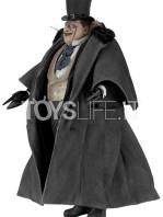neca-dc-batman-returns-penguin-1:4-figure-toyslife-03