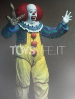 neca-it-1990-pennywise-deluxe-figure-toyslife-02