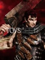 prime1-studio-berserk-guts-the-black-swordman-statue-toyslife-09