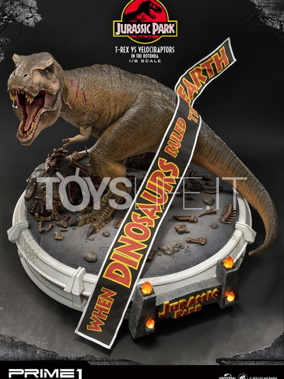 prime1-studio-jurassic-park-t-rex-vs-velociraptors-in-the-rotunda-diorama-toyslife-icon