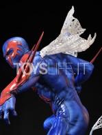 prime1-studio-marvel-spiderman-2099-statue-toyslife-07