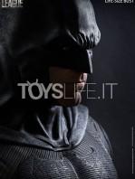 queen-studios-dc-justice-league-batman-1:1-lifesize-bust-toyslife-01