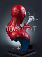 queen-studios-marvel-comics-spiderman-classic-lifesize-bust-toyslife-02
