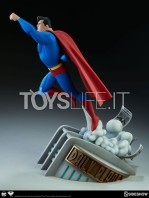 sideshow-batman-the-animated-series-superman-maquette-toyslife-03