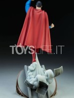 sideshow-batman-the-animated-series-superman-maquette-toyslife-04
