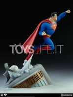 sideshow-batman-the-animated-series-superman-maquette-toyslife-05