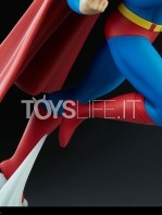 sideshow-batman-the-animated-series-superman-maquette-toyslife-11