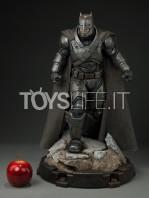 sideshow--batman-vs-superman-armored-batman-premium-format-toyslife-01