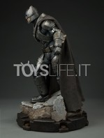 sideshow--batman-vs-superman-armored-batman-premium-format-toyslife-02