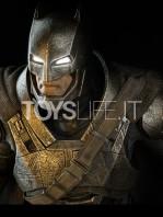 sideshow--batman-vs-superman-armored-batman-premium-format-toyslife-05