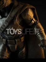 sideshow--batman-vs-superman-armored-batman-premium-format-toyslife-06