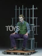 sideshow-dc-batman-the-dark-knight-the-joker-in-jail-premium-format-toyslife-02