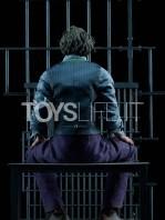 sideshow-dc-batman-the-dark-knight-the-joker-in-jail-premium-format-toyslife-08