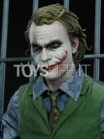sideshow-dc-batman-the-dark-knight-the-joker-in-jail-premium-format-toyslife-11