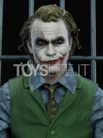 sideshow-dc-batman-the-dark-knight-the-joker-in-jail-premium-format-toyslife-12