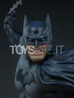 sideshow-dc-comics-batman-1:4-bust-toyslife-05