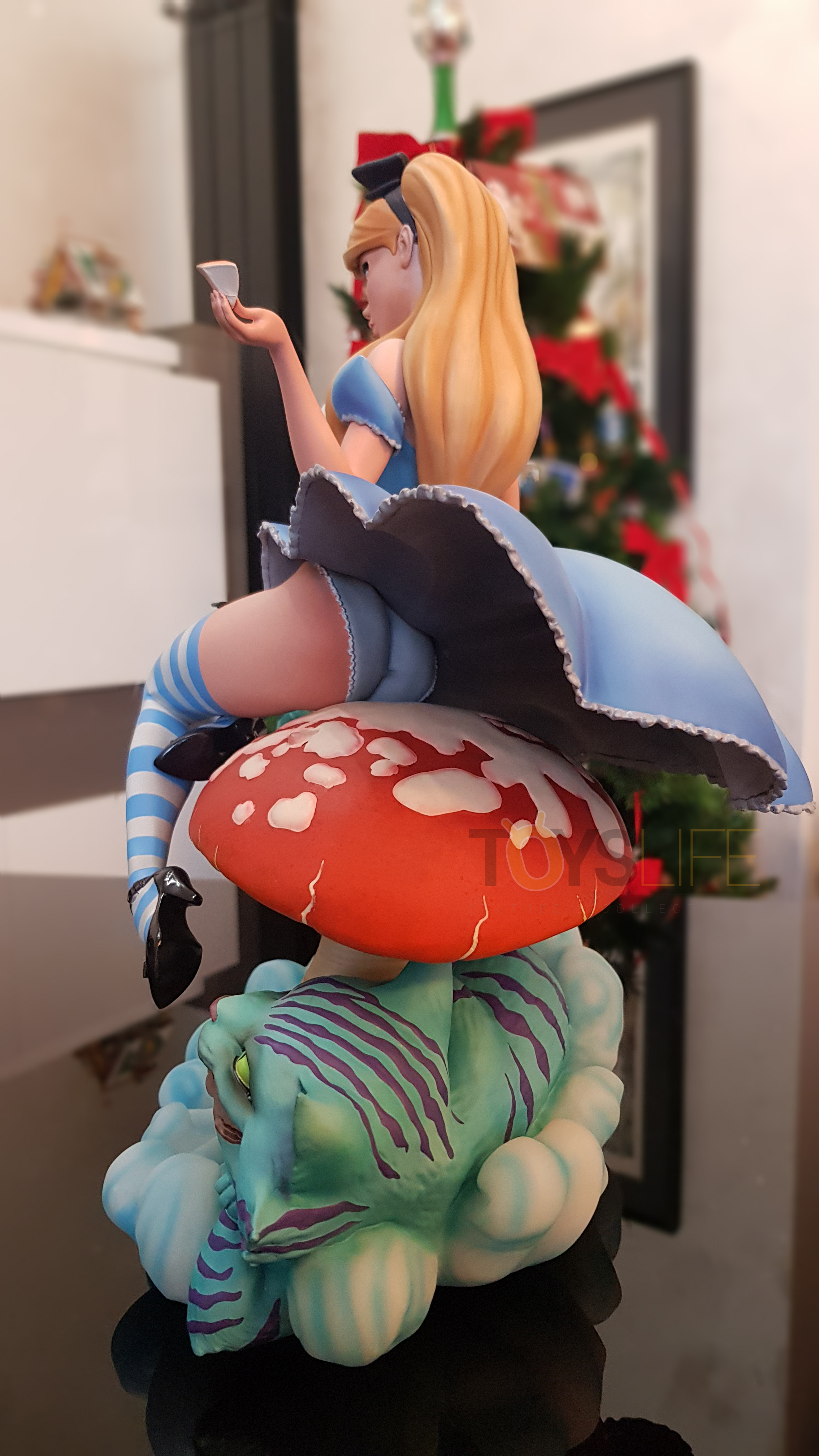 sideshow-fairytale-fantasies-jscampbell-alice-exclusive-statue-toyslife-review-04
