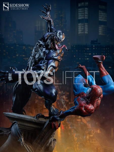 sideshow-marvel-comics-spiderman-vs-venom-maquette-toyslife-icon
