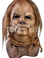 trick-ot-treat-scary-stories-to-tell-in-the-dark-harold-the-scarecrow-mask-replica-toyslife-01
