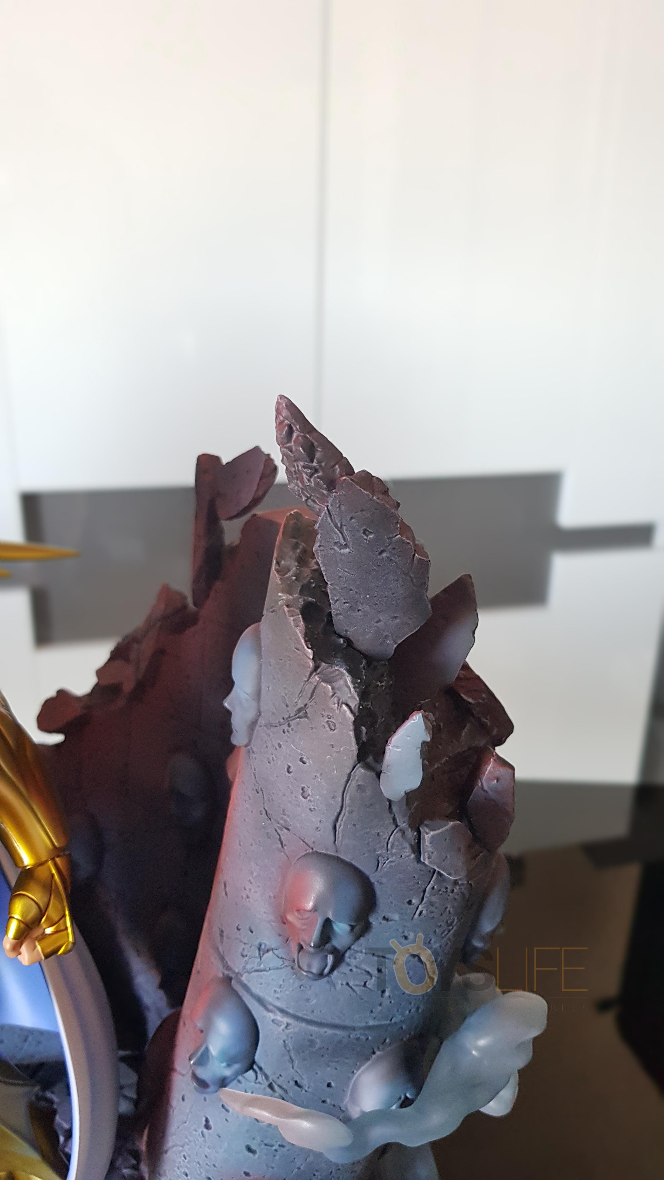 tsume-art-saint-seiya-gold-saint-death-mask-statue-toyslife-review-19