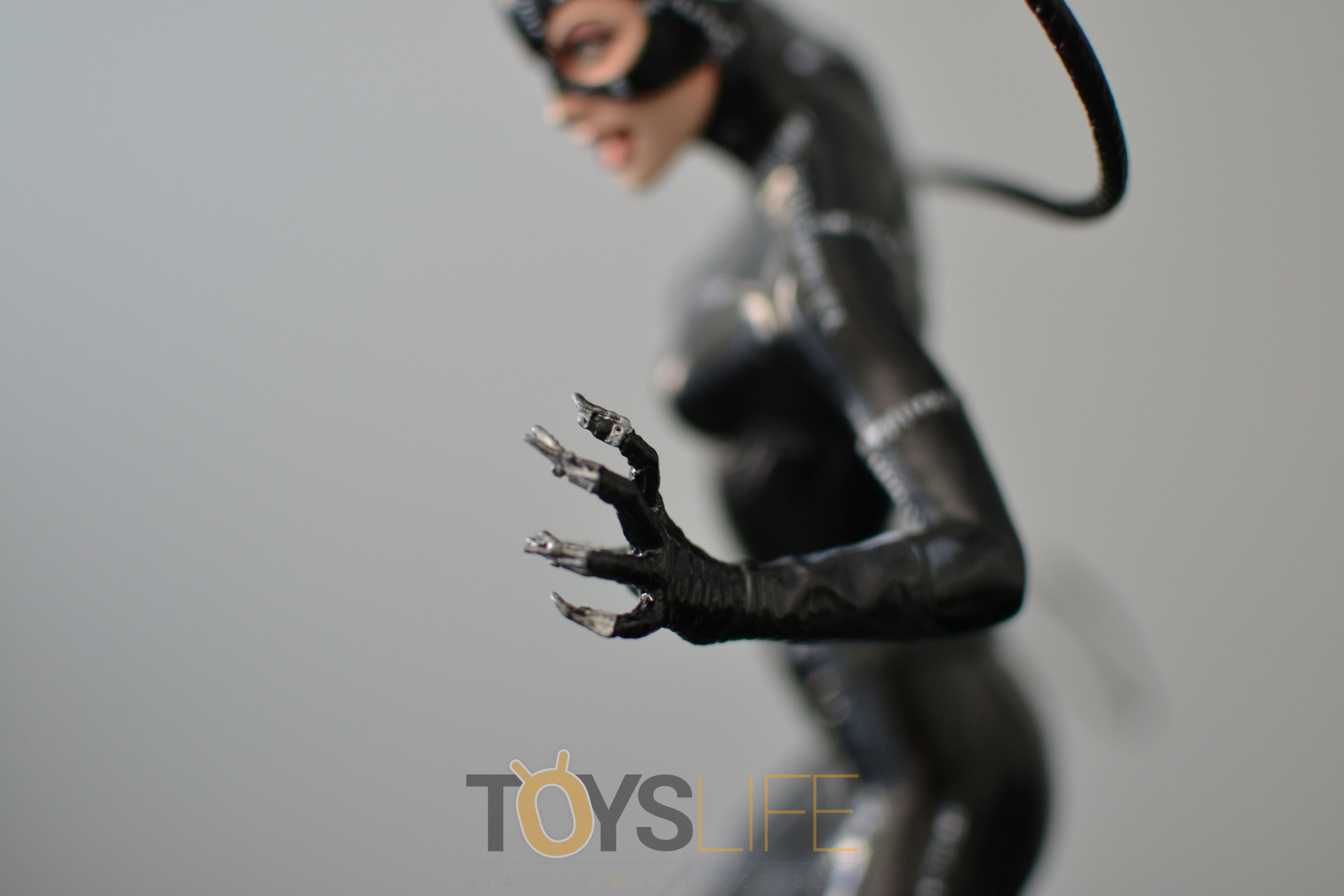 tweeterhead-catwoman-michelle-pfeiffer-maquette-toyslife-review-16