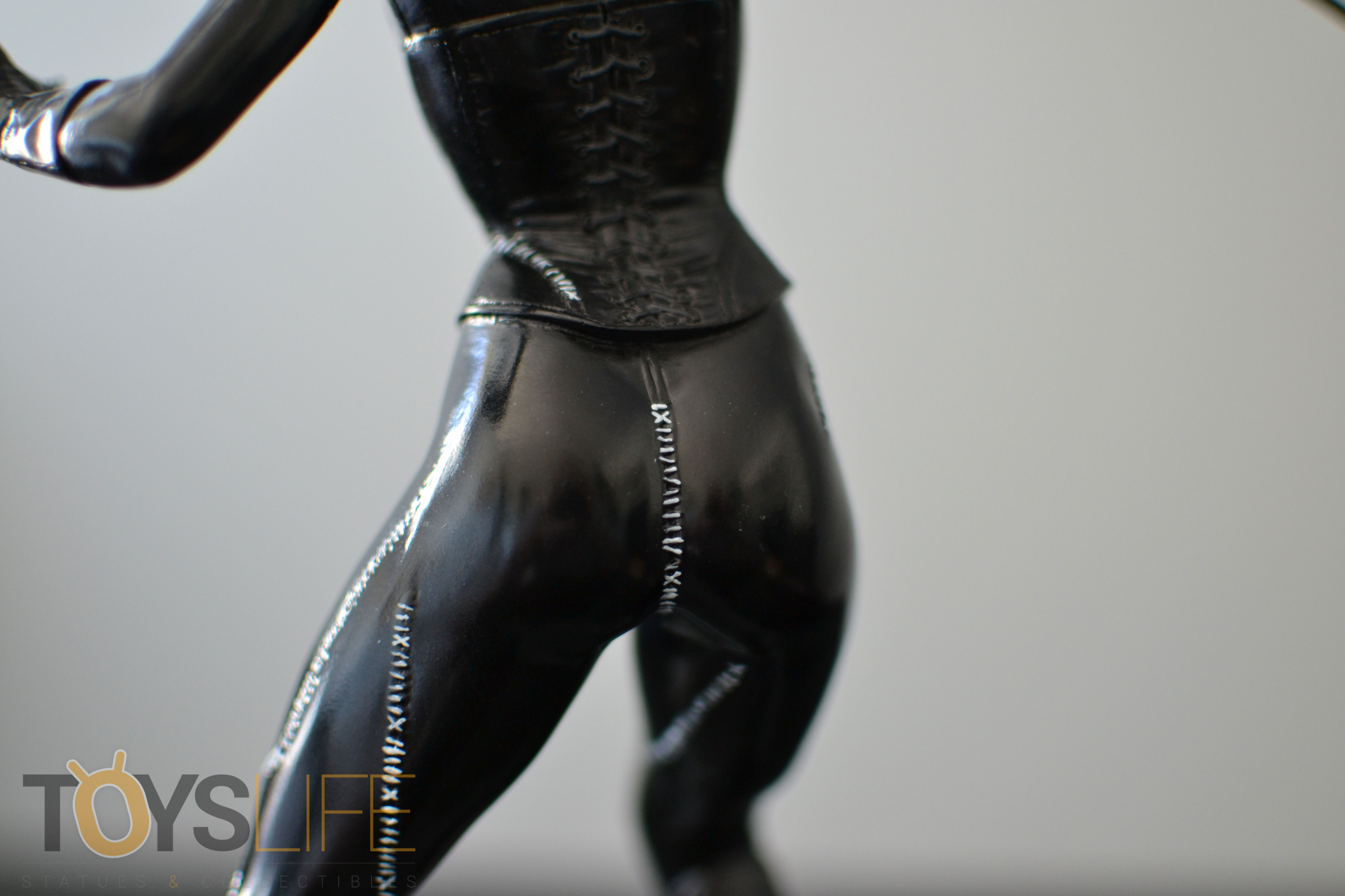 tweeterhead-catwoman-michelle-pfeiffer-maquette-toyslife-review-22