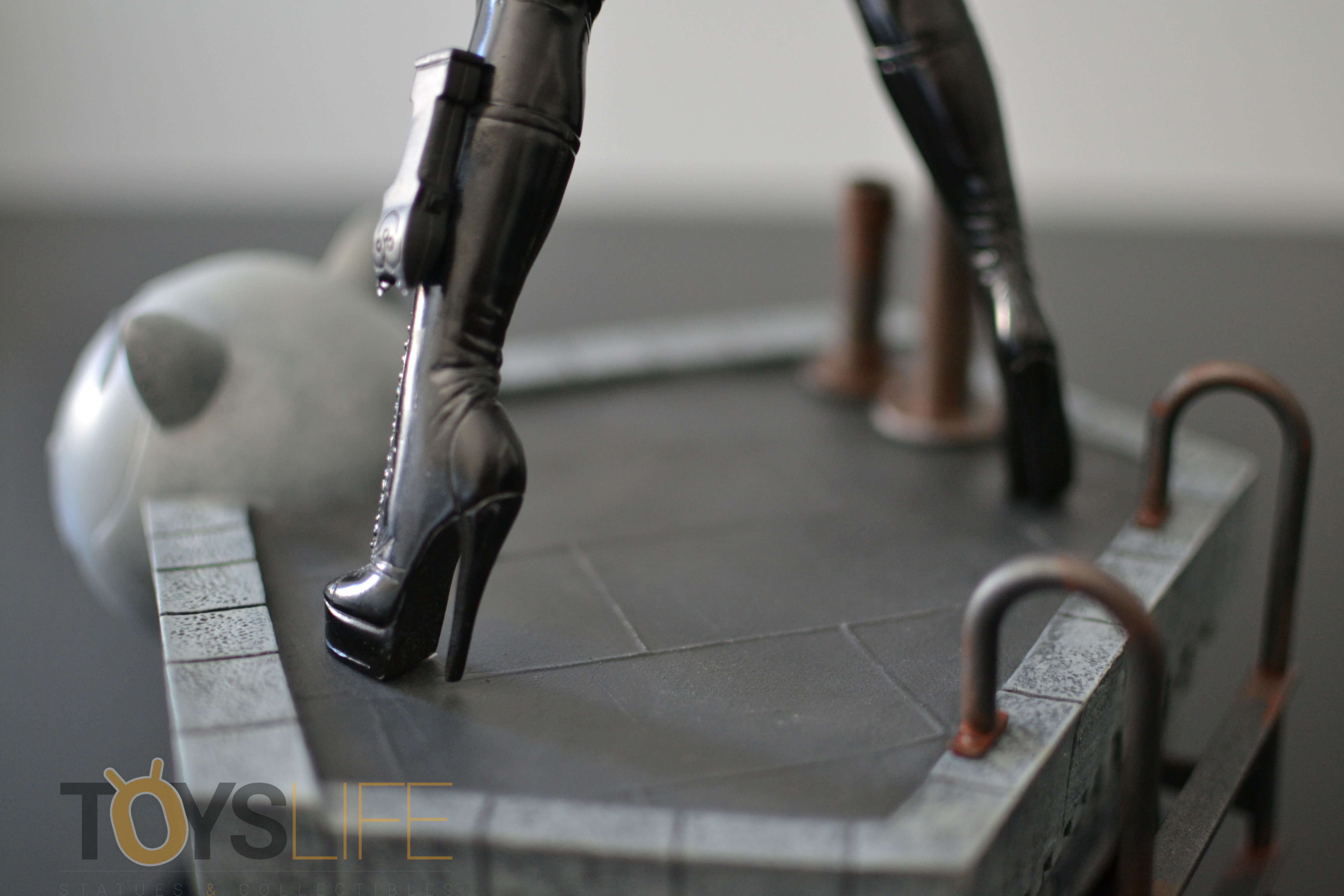 tweeterhead-catwoman-michelle-pfeiffer-maquette-toyslife-review-23
