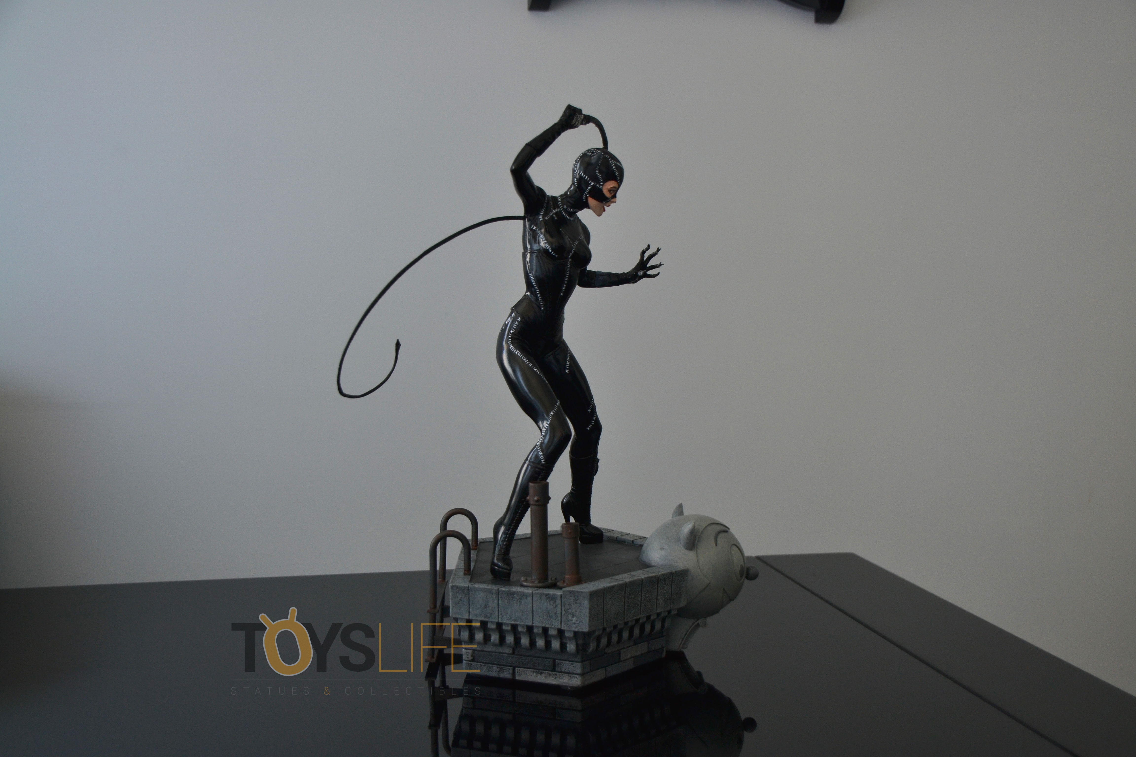 tweeterhead-catwoman-michelle-pfeiffer-maquette-toyslife-review-28