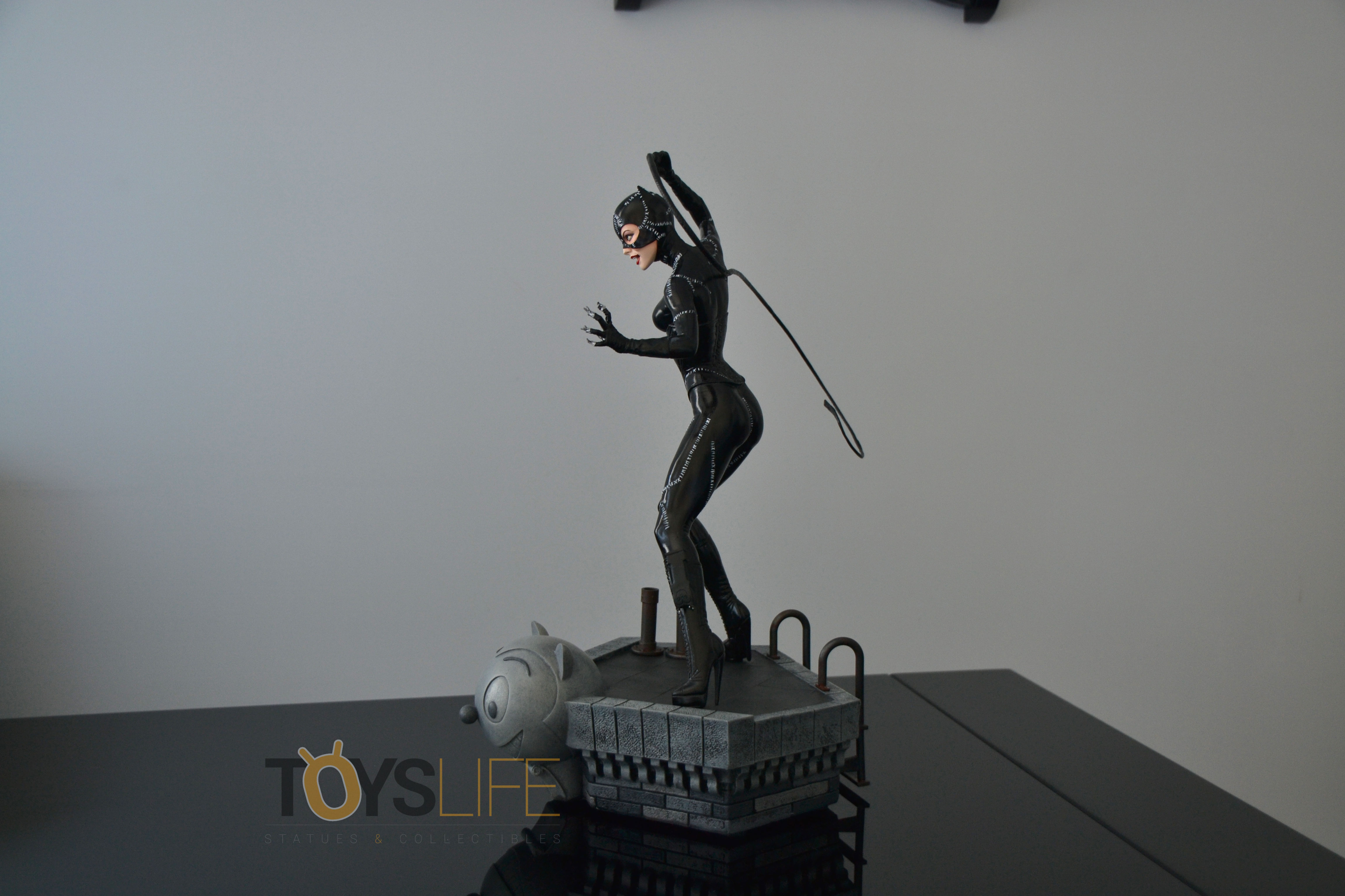 tweeterhead-catwoman-michelle-pfeiffer-maquette-toyslife-review-29