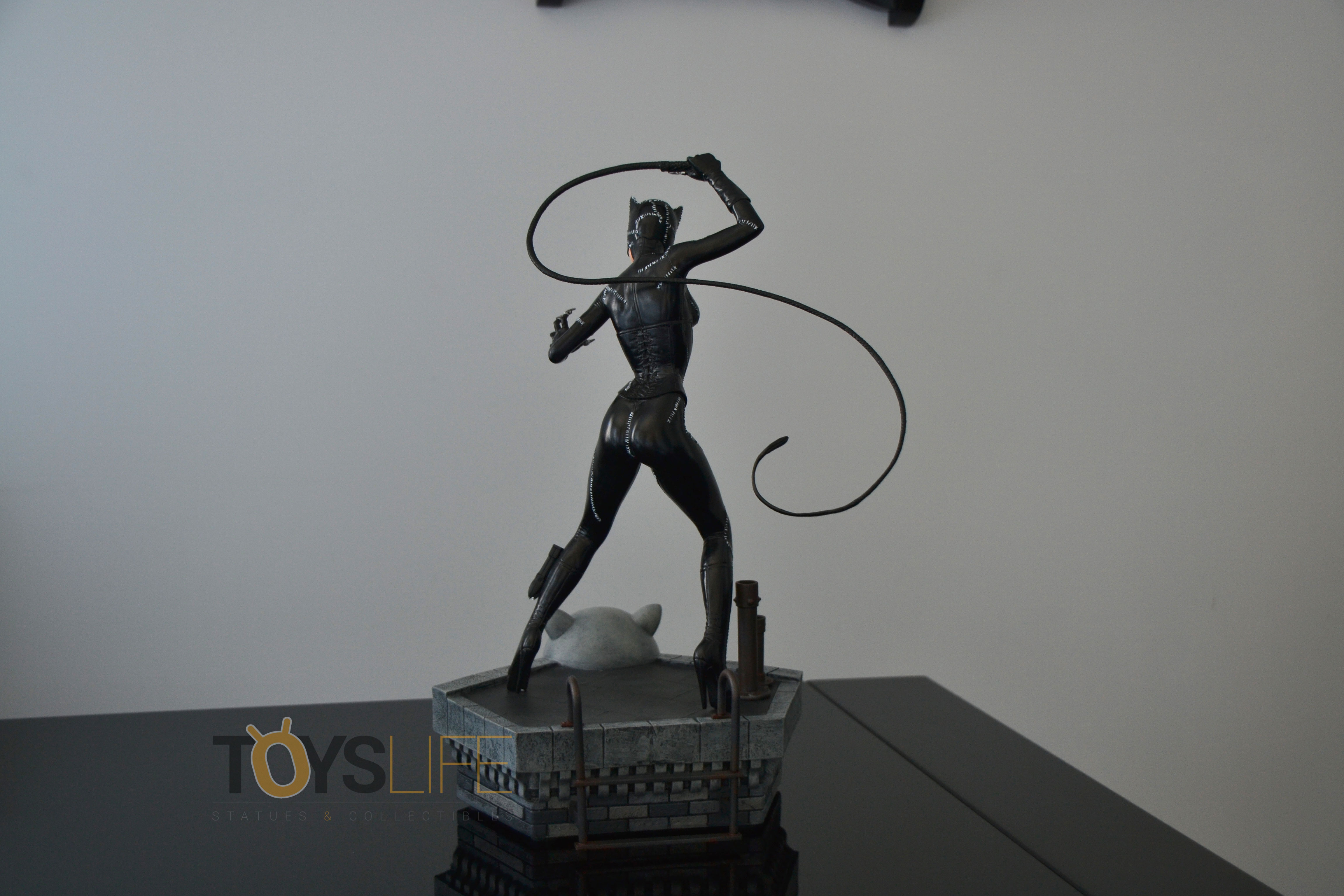 tweeterhead-catwoman-michelle-pfeiffer-maquette-toyslife-review-30