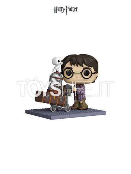 Funko Deluxe Harry Potter Harry Pushing Trolley