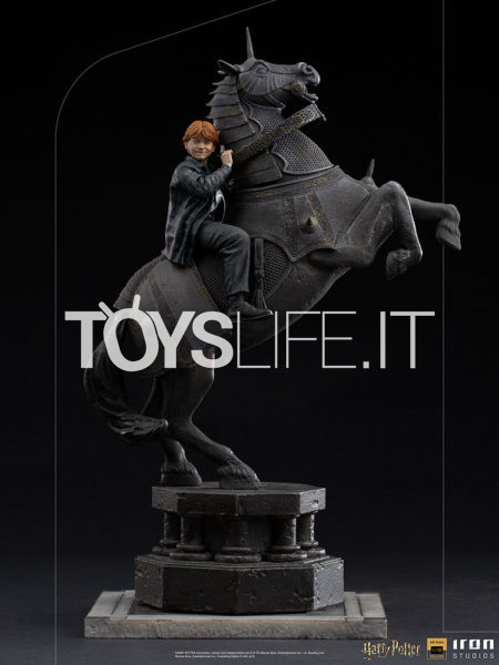 Iron Studios Harry Potter Ron Weasley at the Wizard Chess 1:10 Deluxe Statue