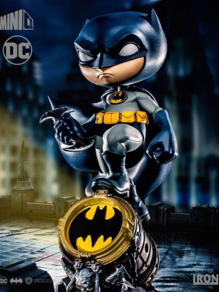 Iron Studios DC Batman On Batsignal Mini Co Pvc Figure
