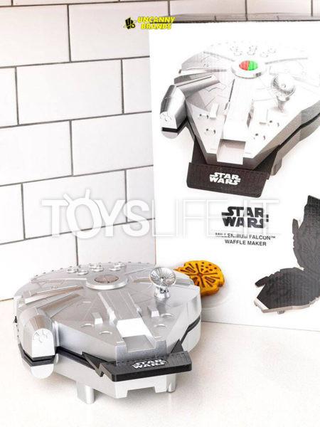 Uncanny Brands Star Wars Millennium Falcon Waffle Maker